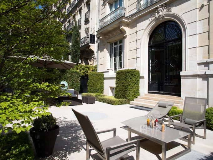 Three Bedroom Paris apartment, fully serviced by La Reserve Hotel