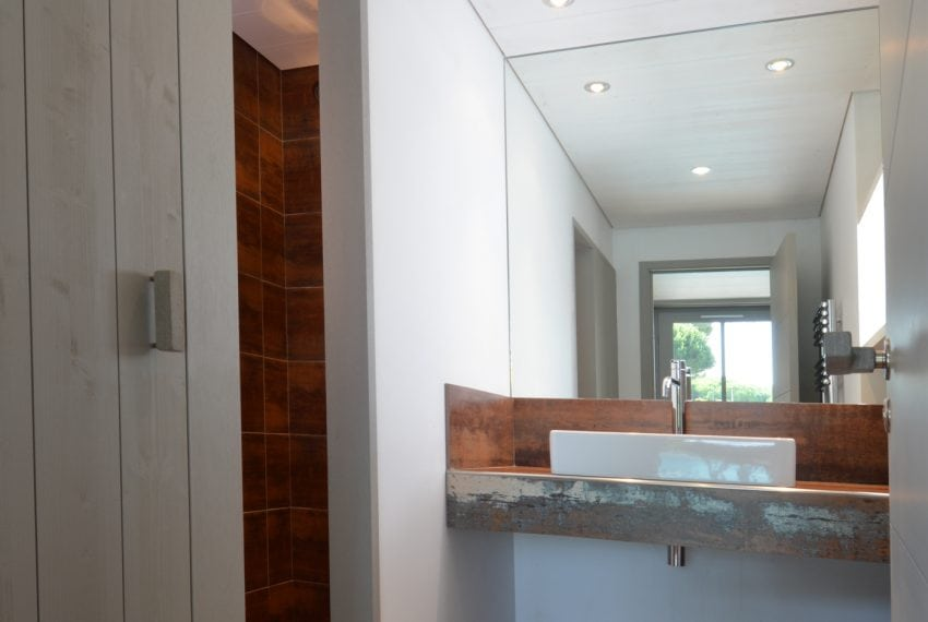 Bathroom in Annex