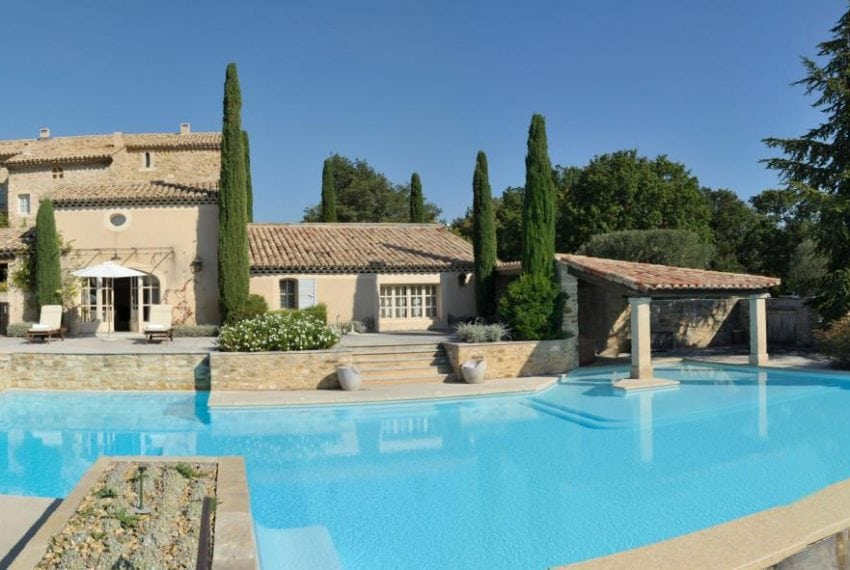 LV - panoramic view of the house from the pool
