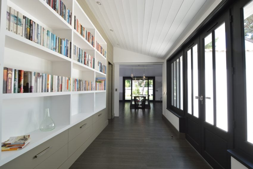 Library in Gallery linking living area to bedrooms