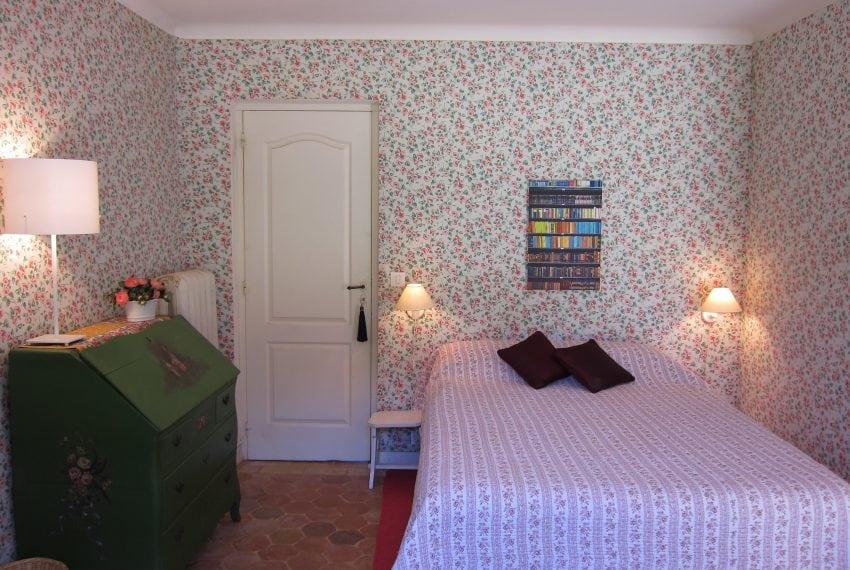 A nice bed room-min