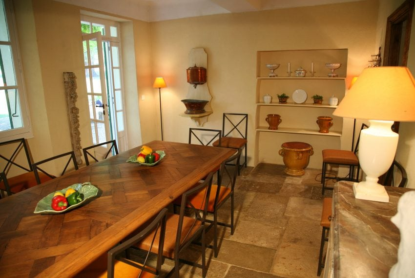 A provencal dining room-min