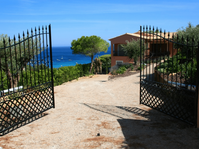 Luxury villa, St. Tropez, sleeps 8, private pool, air conditioning, walk to beach