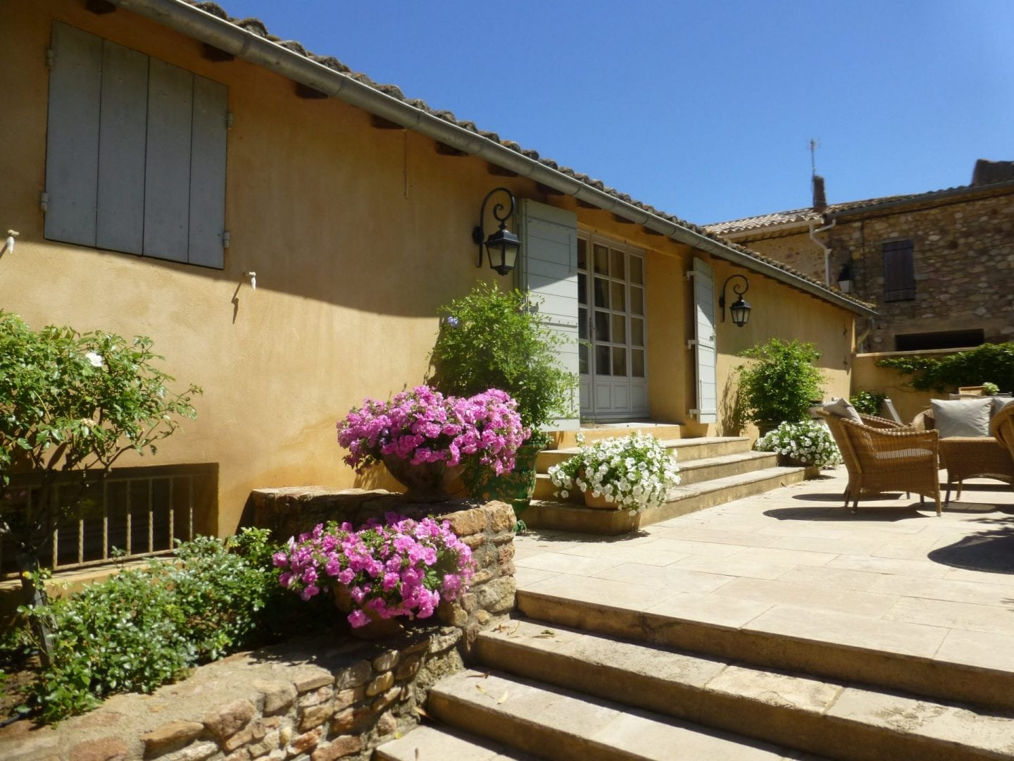 Village luxury house sleeping 14, private pool, air conditioning, nearby tennis, cook available