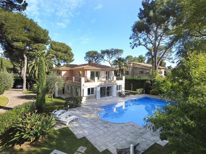 Villa near Saint Jean Cap Ferrat with pool and whirlpool tub, sleeps 9