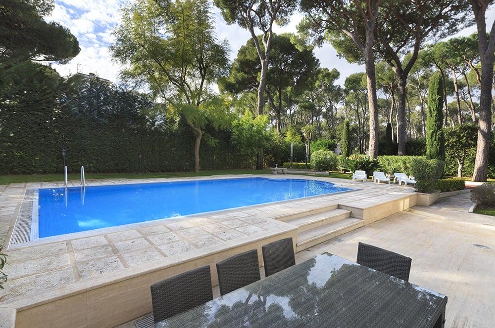 Villa near Saint Jean Cap Ferrat with pool and whirlpool tub, sleeps 9