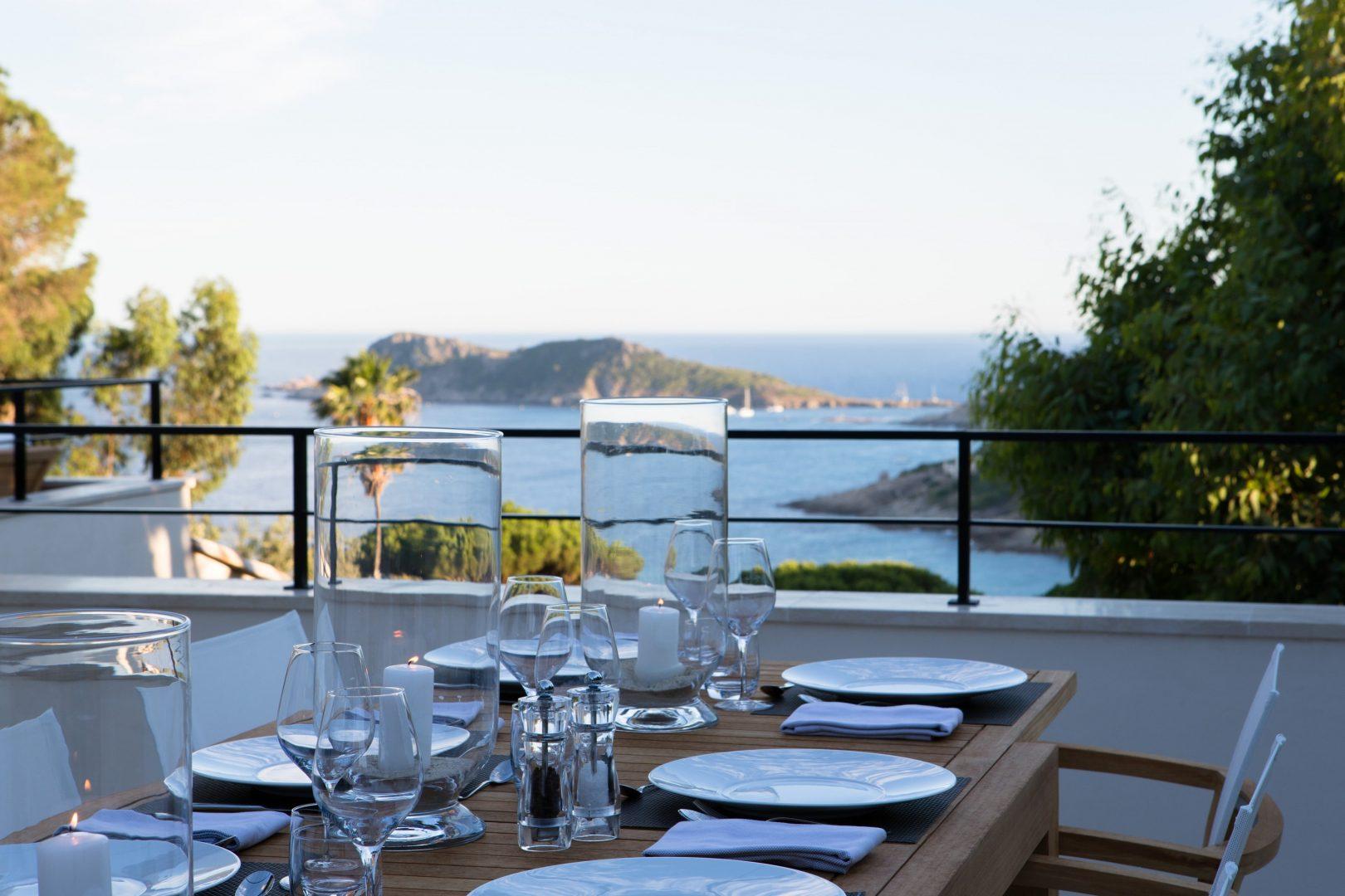 Luxury villa with sea views, sleeps 6, private pool, jacuzzi, pool house
