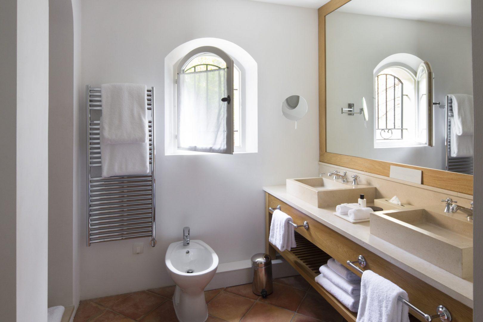 Luxury villa, sleeps 12, seaview, direct sea access, private pool, pool house