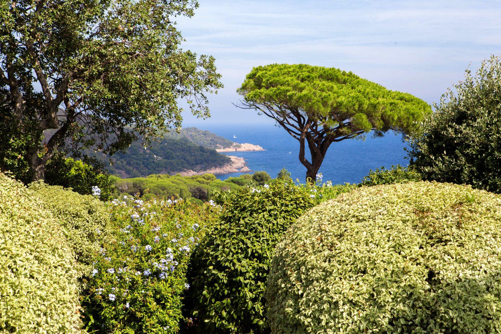 Luxury villa, sleeps up to 11, private pool, sea views