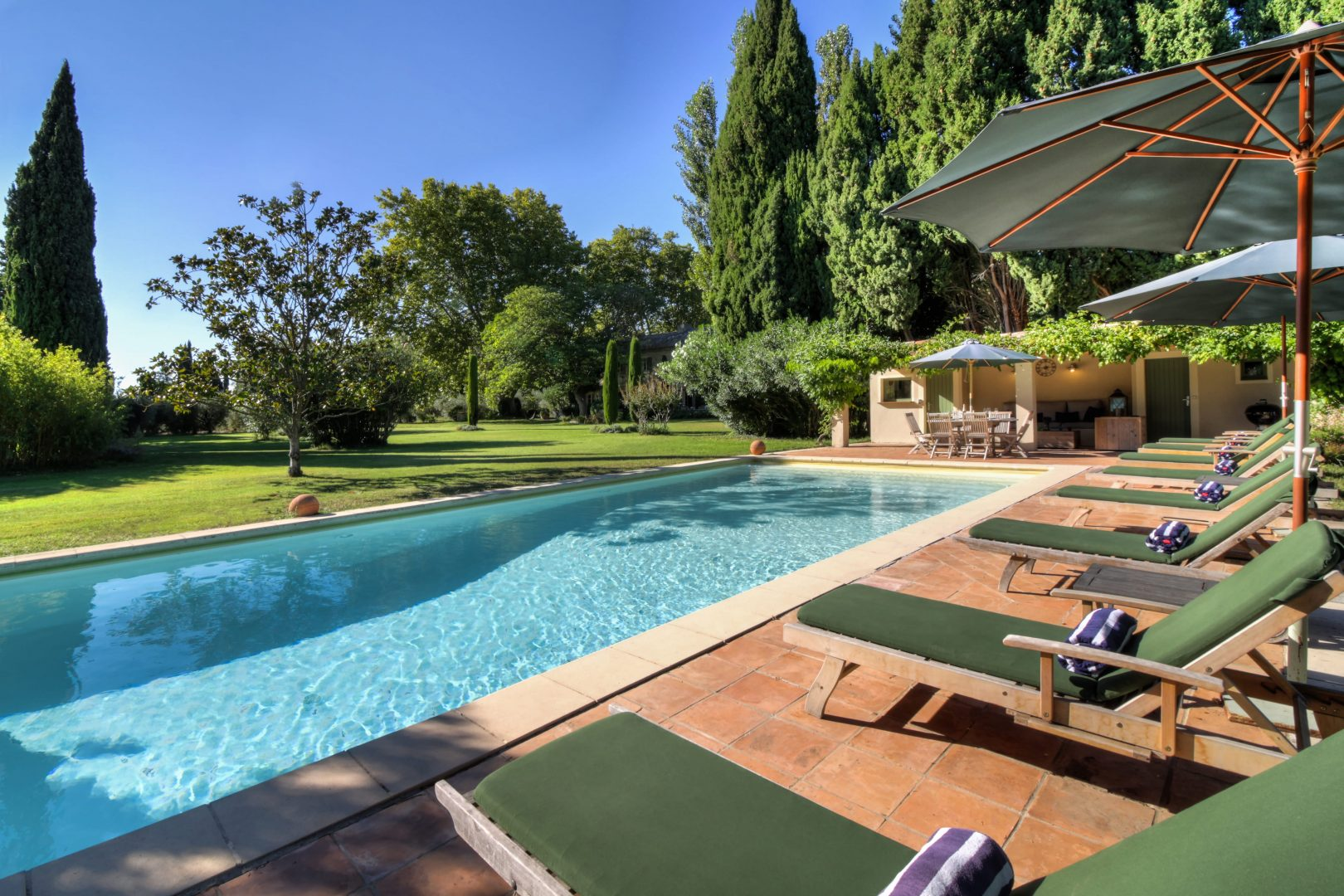 Luxury villa, private pool, near St. Remy, sleeps 12, air conditioning, child friendly