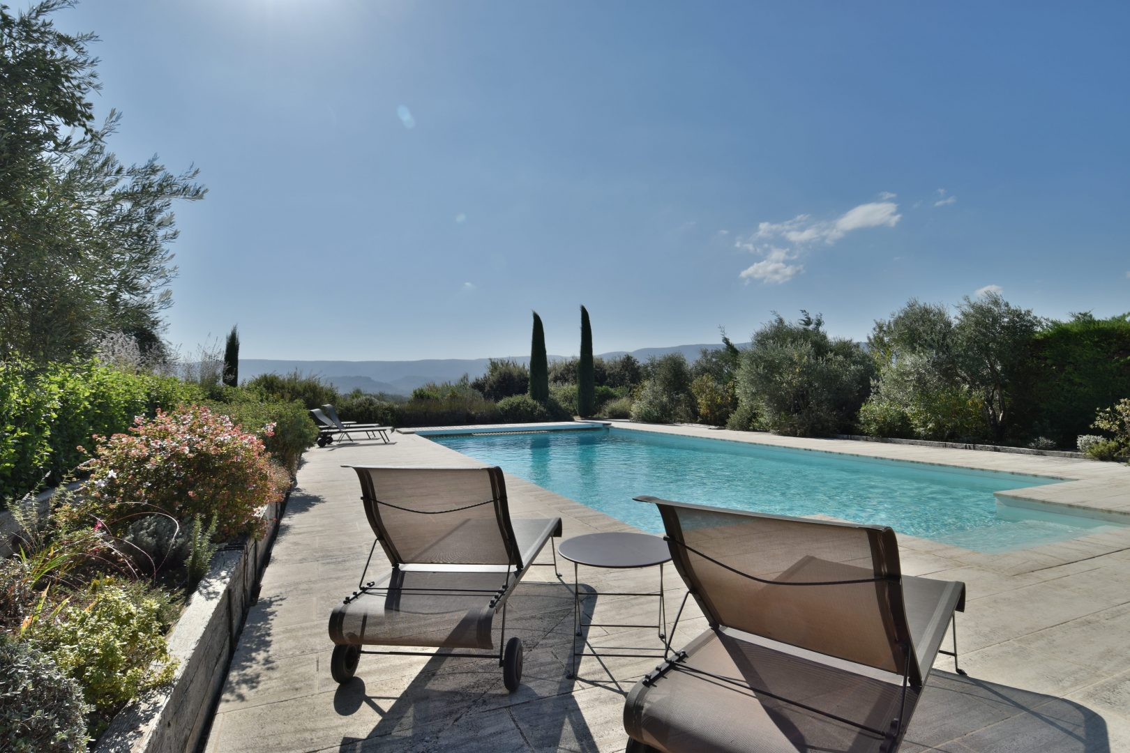 Country house, sleeps 12, private heated pool, table tennis, views