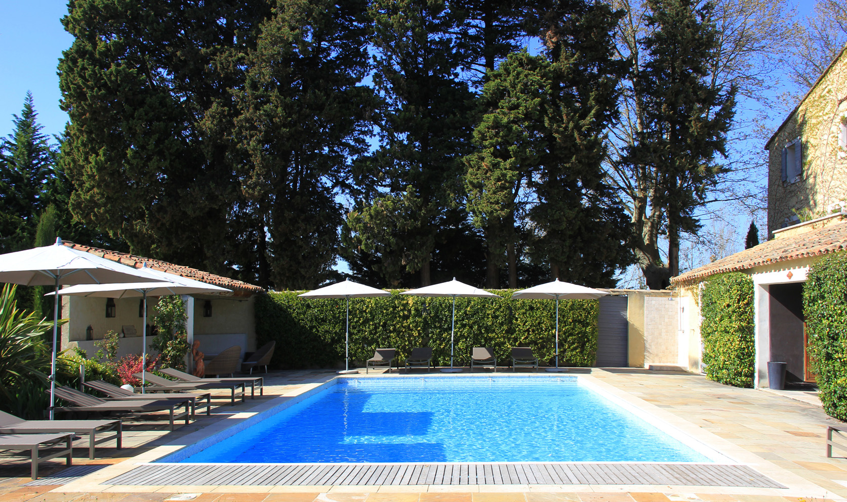Luxury villa, private pool, sleeps 12, air conditioning, near village, tennis and golf course
