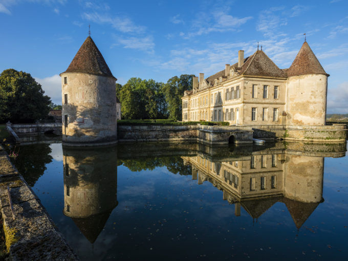 Chateau sleeping 14 plus, swimming pond, chapel, parties, moat and rowing boat, piano, chef, housekeeper
