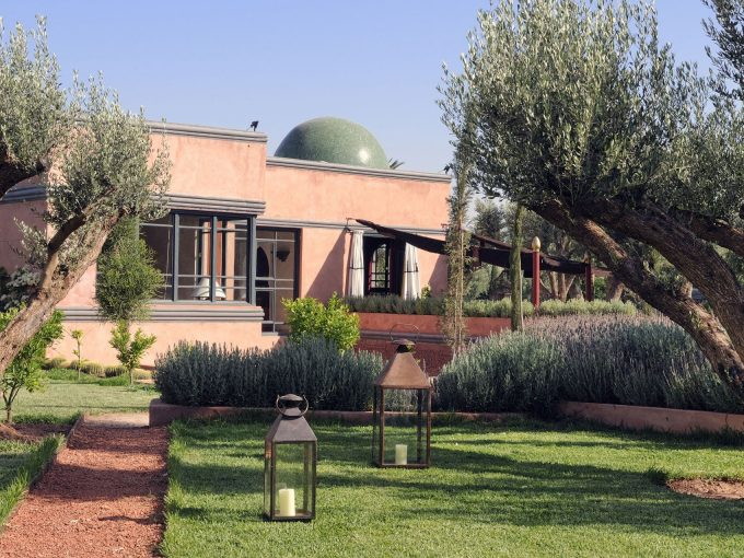 Luxury villa sleeping 4, 15 mins from Marrakech, fully staffed, chef, private pool, spa